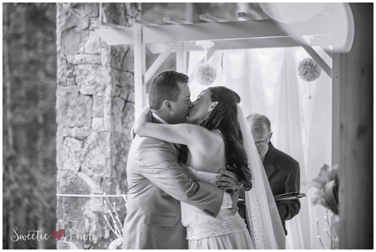 Intimate Breckenridge Wedding|The Kiss | Sweetie Photo, Colorado Based Wedding Photography