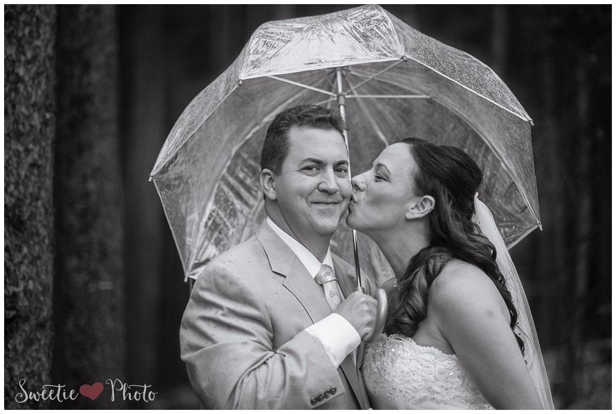 Intimate Breckenridge Wedding| Good Luck Rain and Kiss | Sweetie Photo, Colorado Based Wedding Photography
